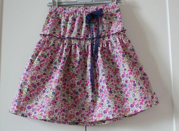 tuto jupe en liberty enfant pour agathe pinterest tuto jupe jupes et tuto. Black Bedroom Furniture Sets. Home Design Ideas