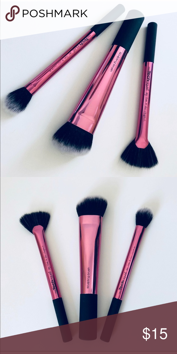 Only the middle one was gently used. Super soft and great quality. Set includes: -Sculpting Brush -Fan Brush -Setting Brush Real Techniques Makeup ...