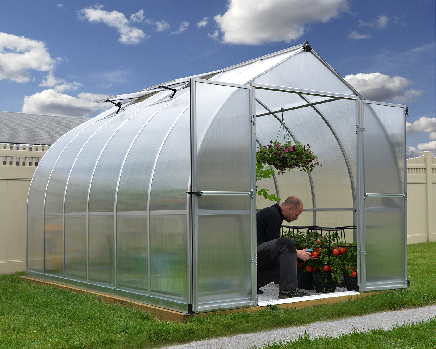 A Hobby Greenhouse Covered With Sunlite Multiwall Polycarbonate Sheet Greenhouse Best Greenhouse Hobby Greenhouse