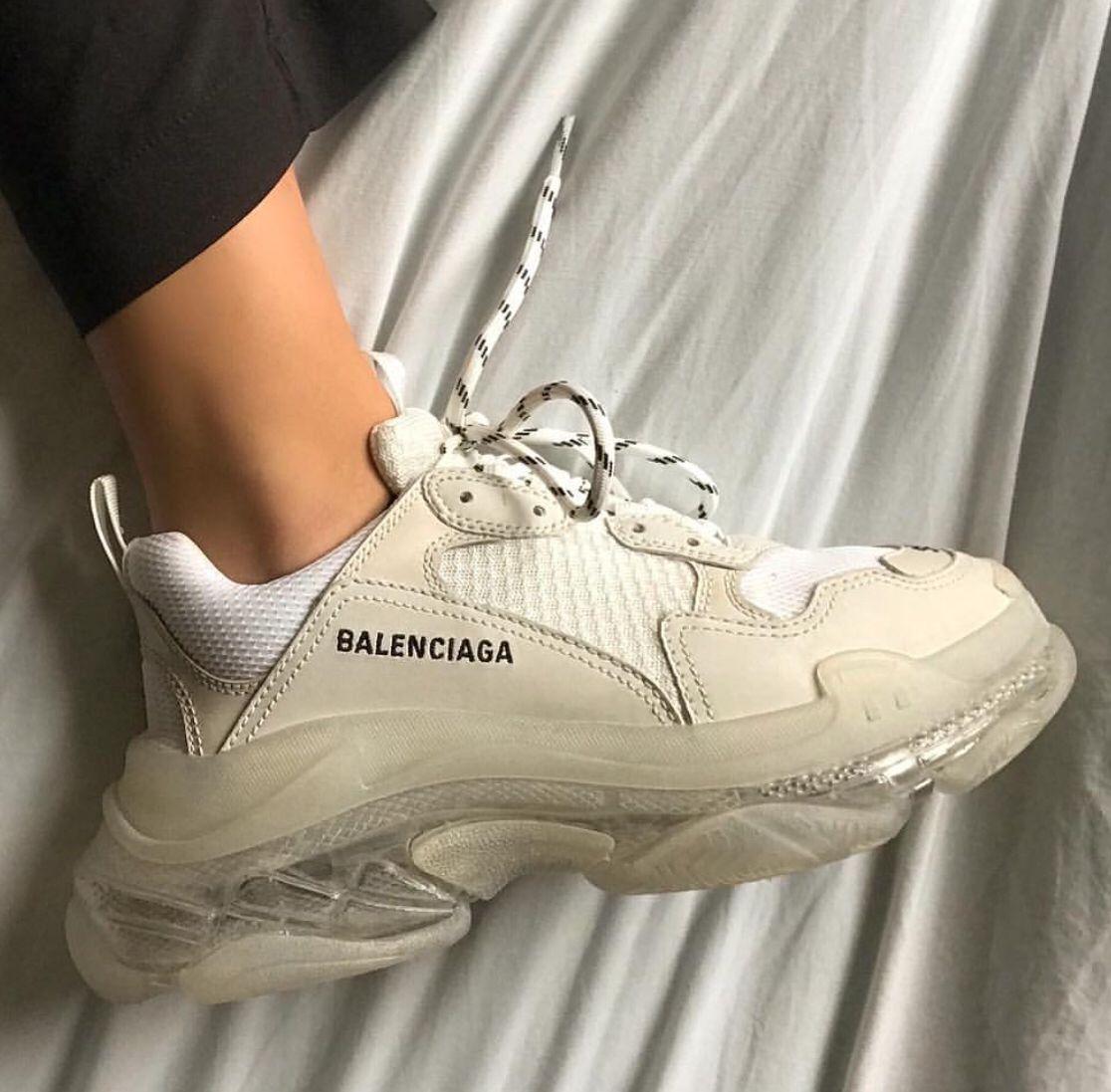 basicallyabbey 🛵🌙 Sneakers men fashion, Sneakers