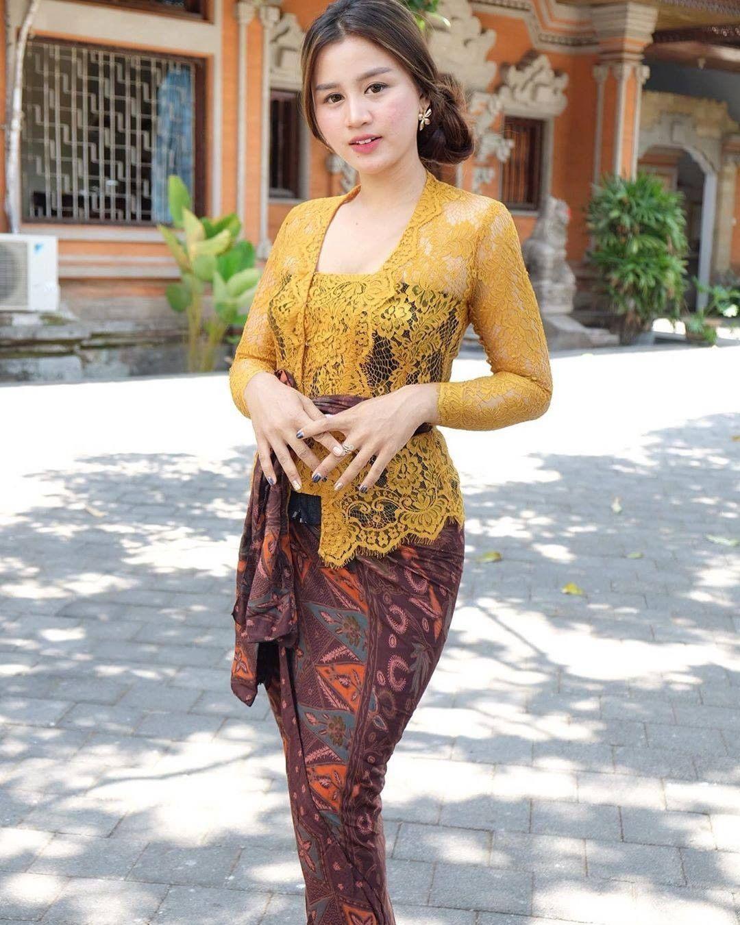 Pakaian Adat Kebaya Bali