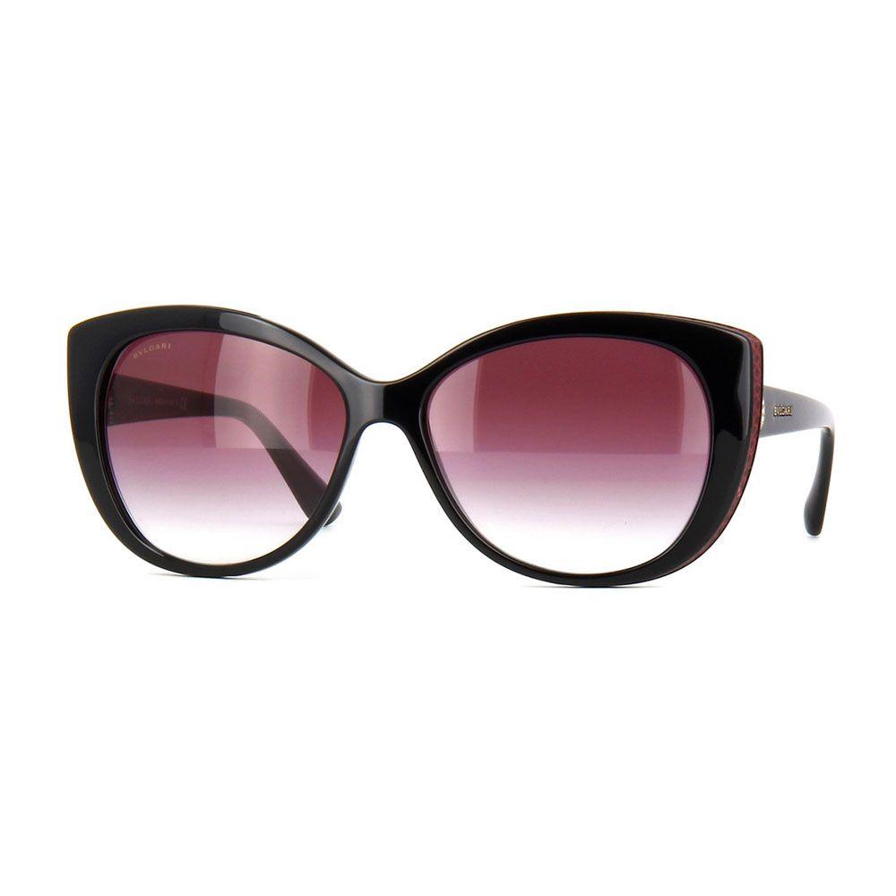 BV8157BQ 901/8H. Occhiale donna da sole Bvlgari. Montatura interamente in celluloide di colore nero. Frontale con forma a punta e lenti di colore viola sfumato.