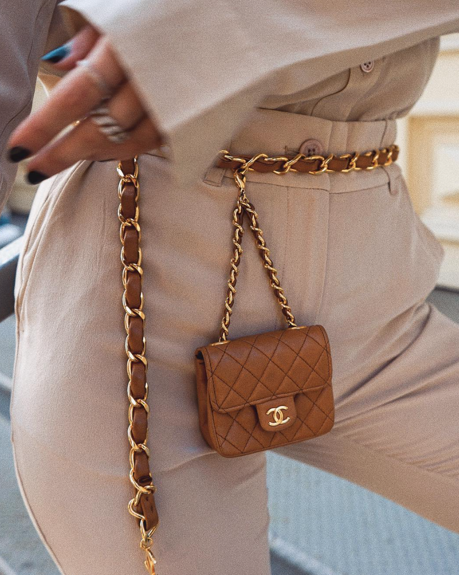 6a050d3d7f3a Monochrome Outfit - Handbag Inspo - Chanel Chain Belt Bag - Chanel Belt Bag  - Mini Chanel Bag - Brown Chanel Bag - 2018 Trends - NYC Street Style - NYC  ...