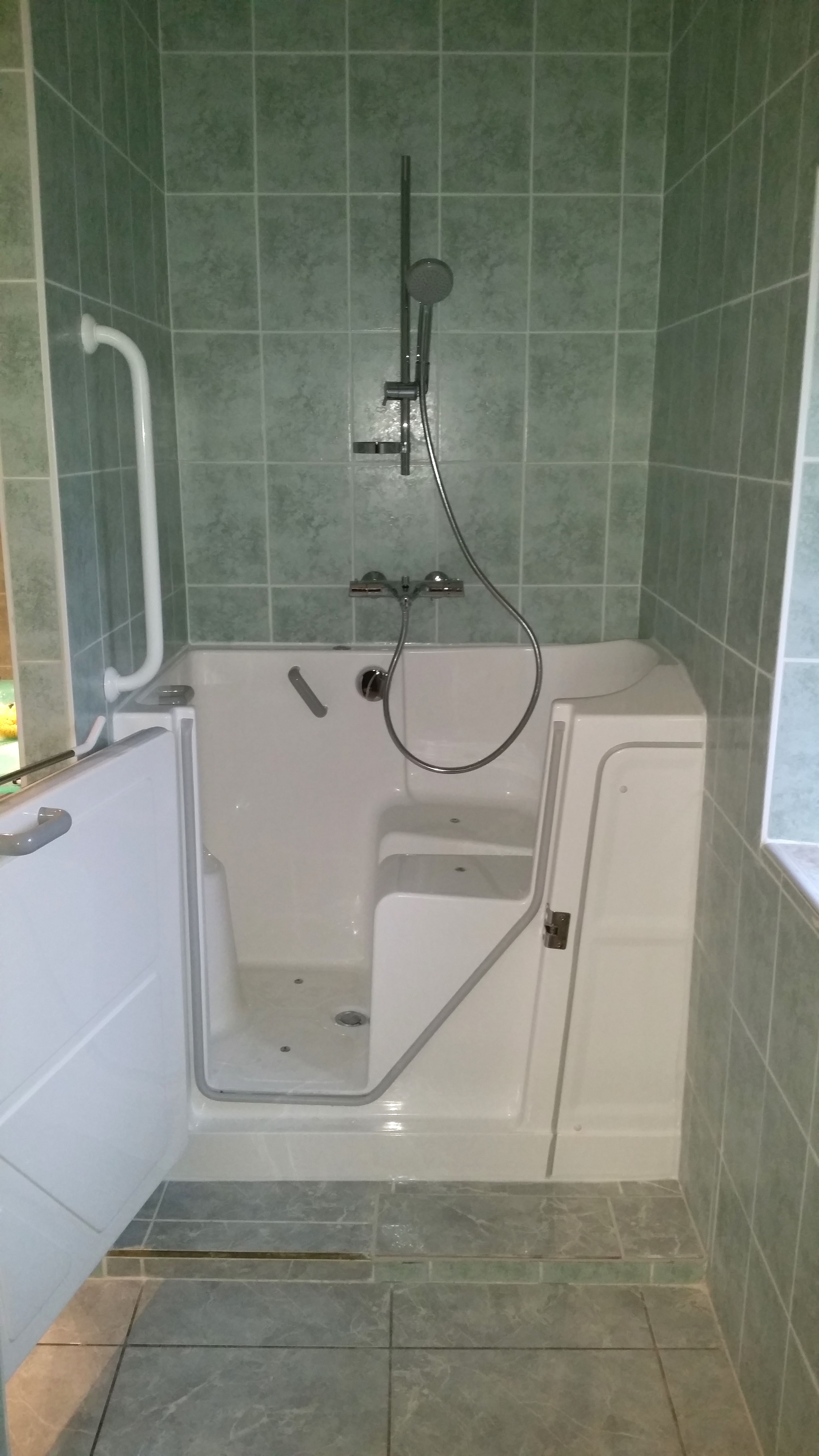 porte baignoire le bien etre petit espace exemple mur portes