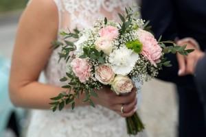 Bukiet Slubny Gozdziki Boho Szukaj W Google Beautiful Bridal Bouquet Bridal Bouquet Vibiana Wedding