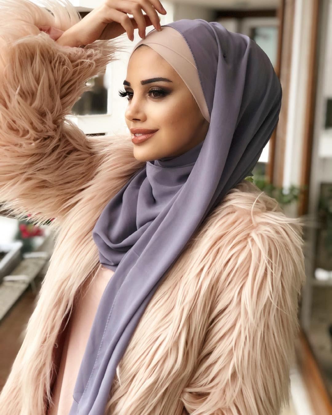 Pudra Bandana Ve Gri Sifon Sal Uyumu Sedayaman Tesettur Ferace Elbise Modelleri 2019 Sal Elbise Modelleri Bandanalar