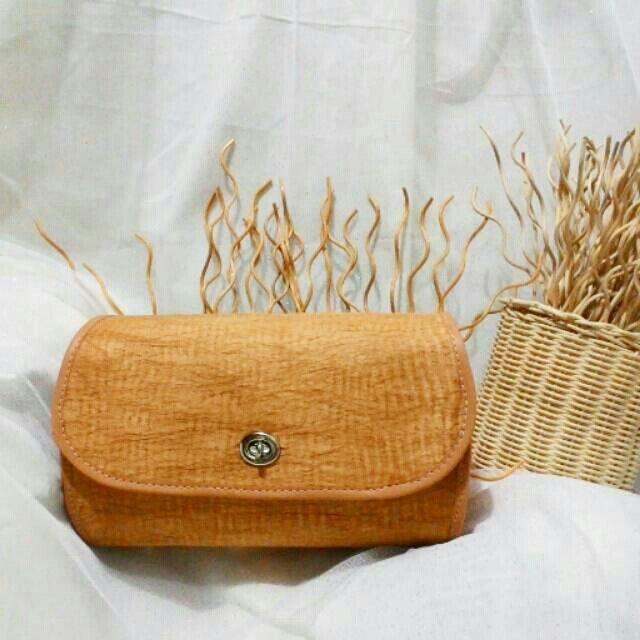 tas kulit kayu dibuat dari kulit kayu dan berpadu dengan vinyl