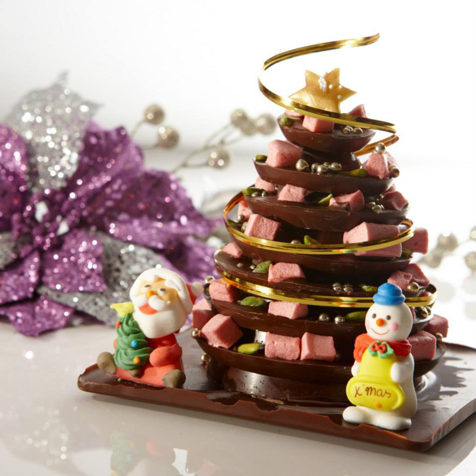 Christmas at Shangri-la The tastiest Christmas tree ever! Smooth Belgium milk chocolate decorated with home made raspberry flavored marshmallows, green pistachio and silver pearls, symbolizing traditional Christmas tree decoration. Pastry Sous Chef Jackie Chiang' s pride and joy for the winter season. #flavoredmarshmallows