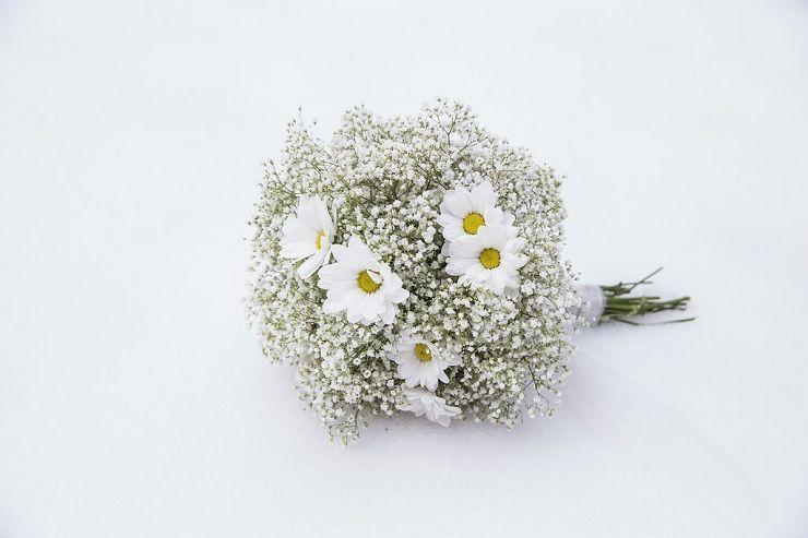 Gypsophila baby's breath wedding bouquet for winter wedding | itakeyou.co.uk #wedding #winterwedding #weddingdress #winterbride