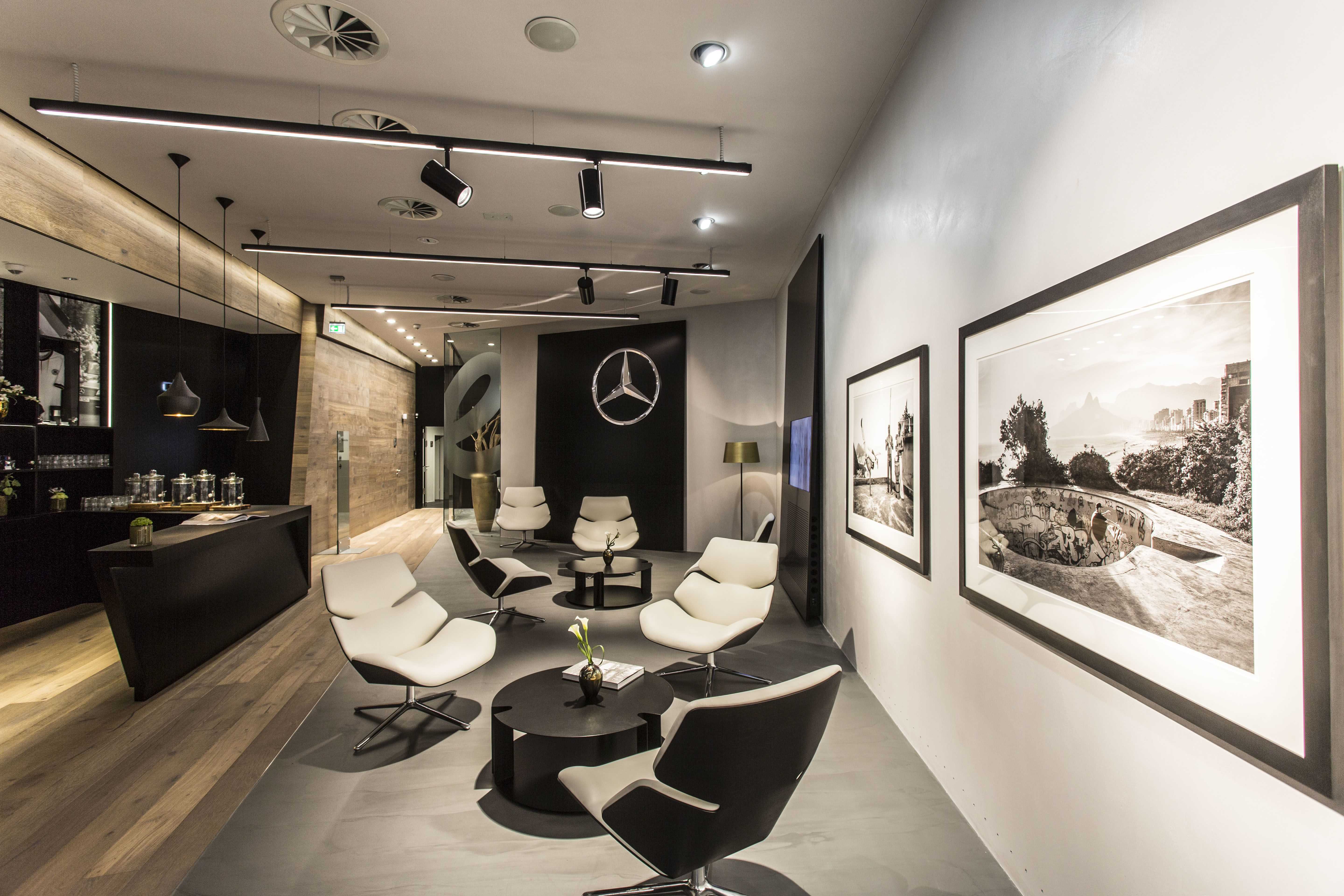 Mercedes me store in hamburg germany autode salong for Interior designer hamburg