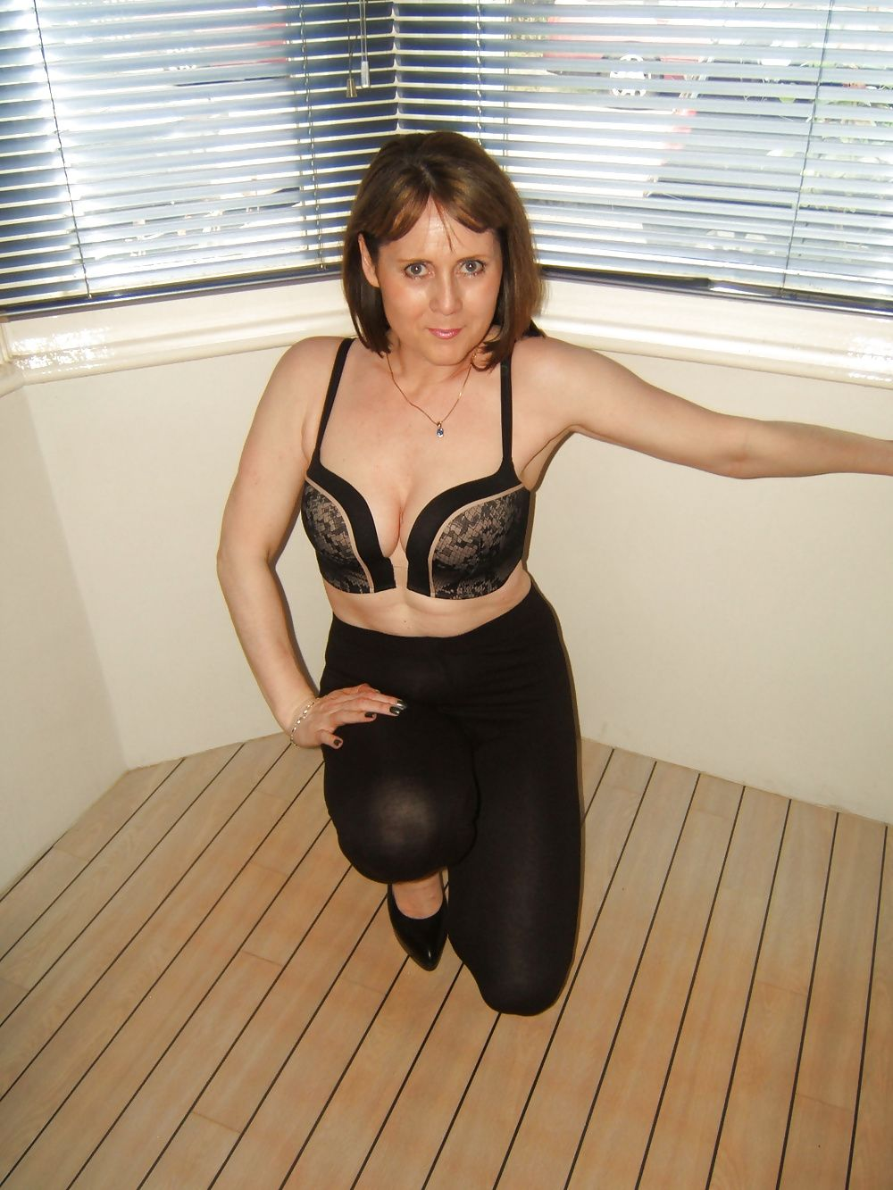mature milf Amateur candid mom
