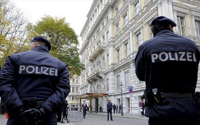 Αυστρία: Σύλληψη 18χρονου υπόπτου για ισλαμιστική τρομοκρατία: Η αυστριακή αστυνομία προχώρησε σε πολλές έρευνες σε σπίτια στη Βιέννη και…