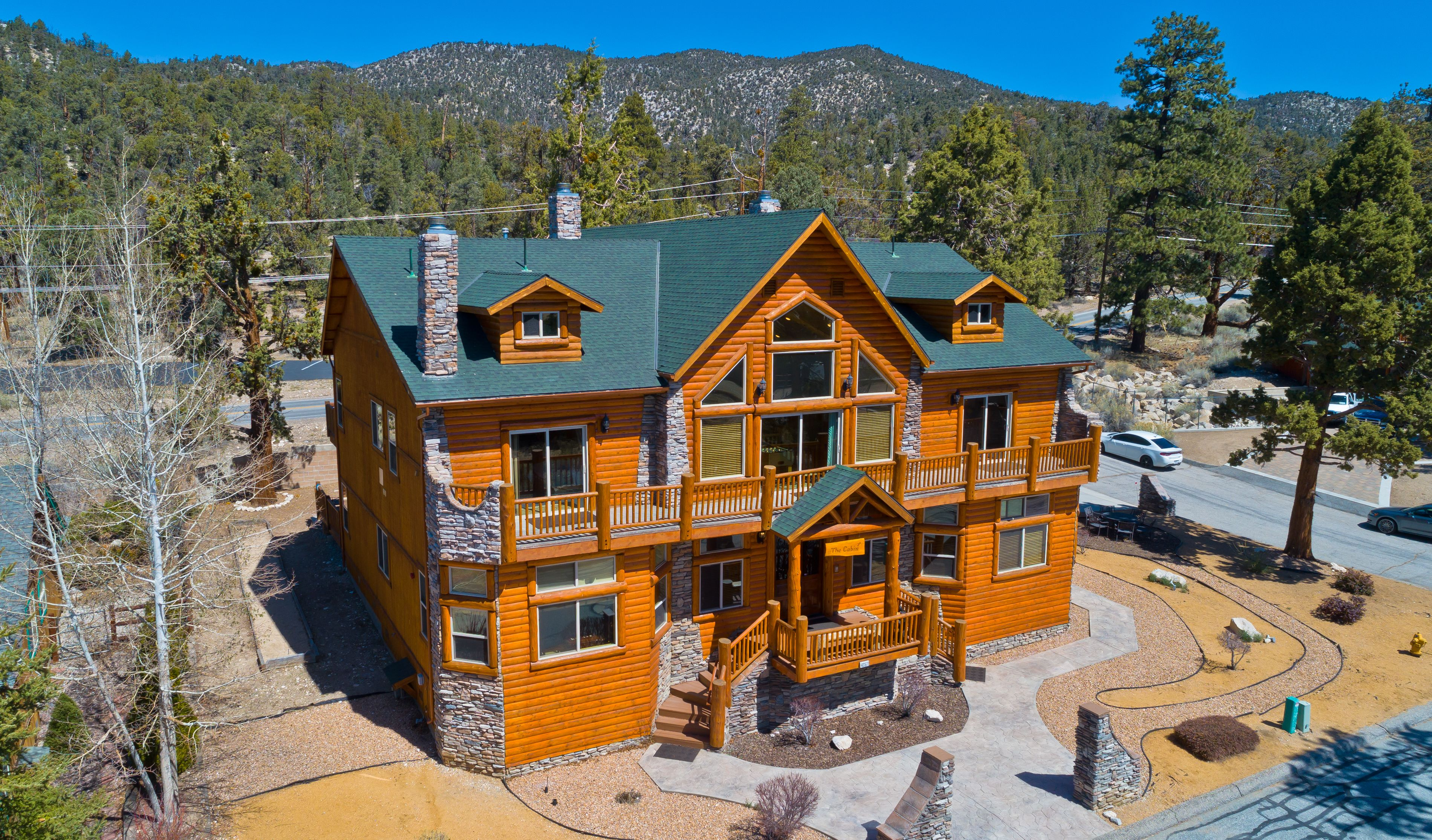 The Cabin A Perfect Vacation Home In Big Bear Lake For Your Luxurious Mountain Getaway Vacation Cabin Rentals Cabin Bear Cabin