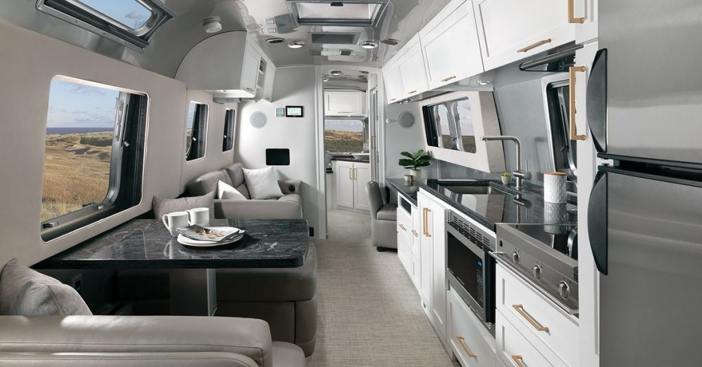 Updated Airstream Trailer Unveils Chic Apartment Like Interior In 2020 Apartment Chic House On Wheels Luxury Homes