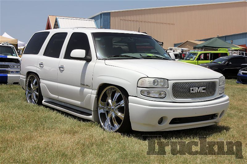 Gmc Yukon Denali Lowered 26s White On White Yukon Denali Chevy