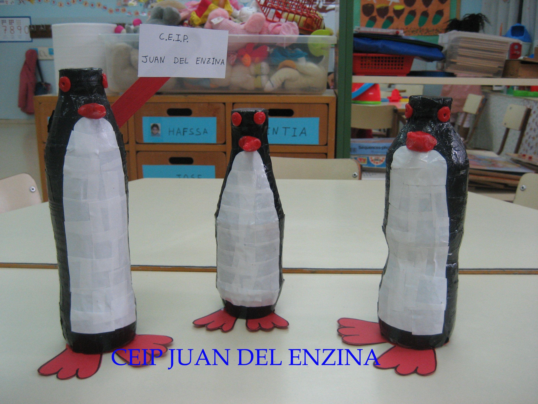 Pingüinos. Animalario reciclado con personajes de cuento elaborados por los alumnos de EI del CEIP Juan del Enzina
