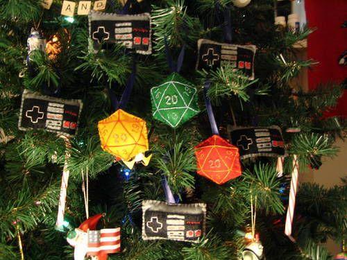 Geek Christmas Ornaments.Geeky Christmas Ornaments D20 And Original Nintendo