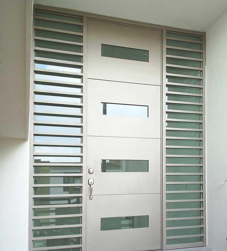 Puertas entrada principal con cristal y reja buscar con google portones pinterest doors - Puertas de entrada con cristal ...