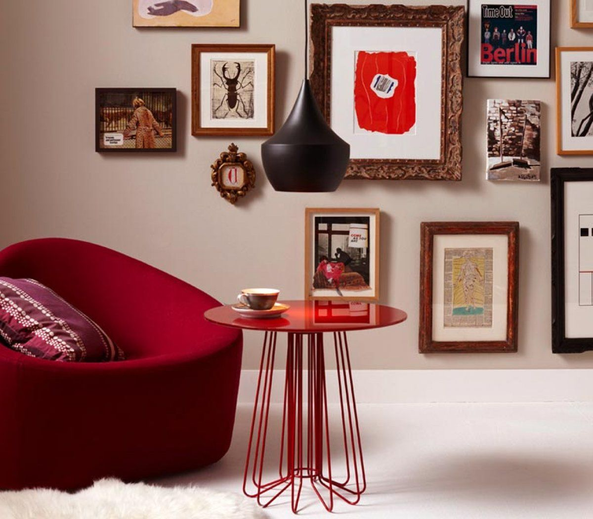 Die Wandfarben Braun, Beige, Zartes Grau Sowie Violett Töne Bieten Die  Perfekte Kulisse