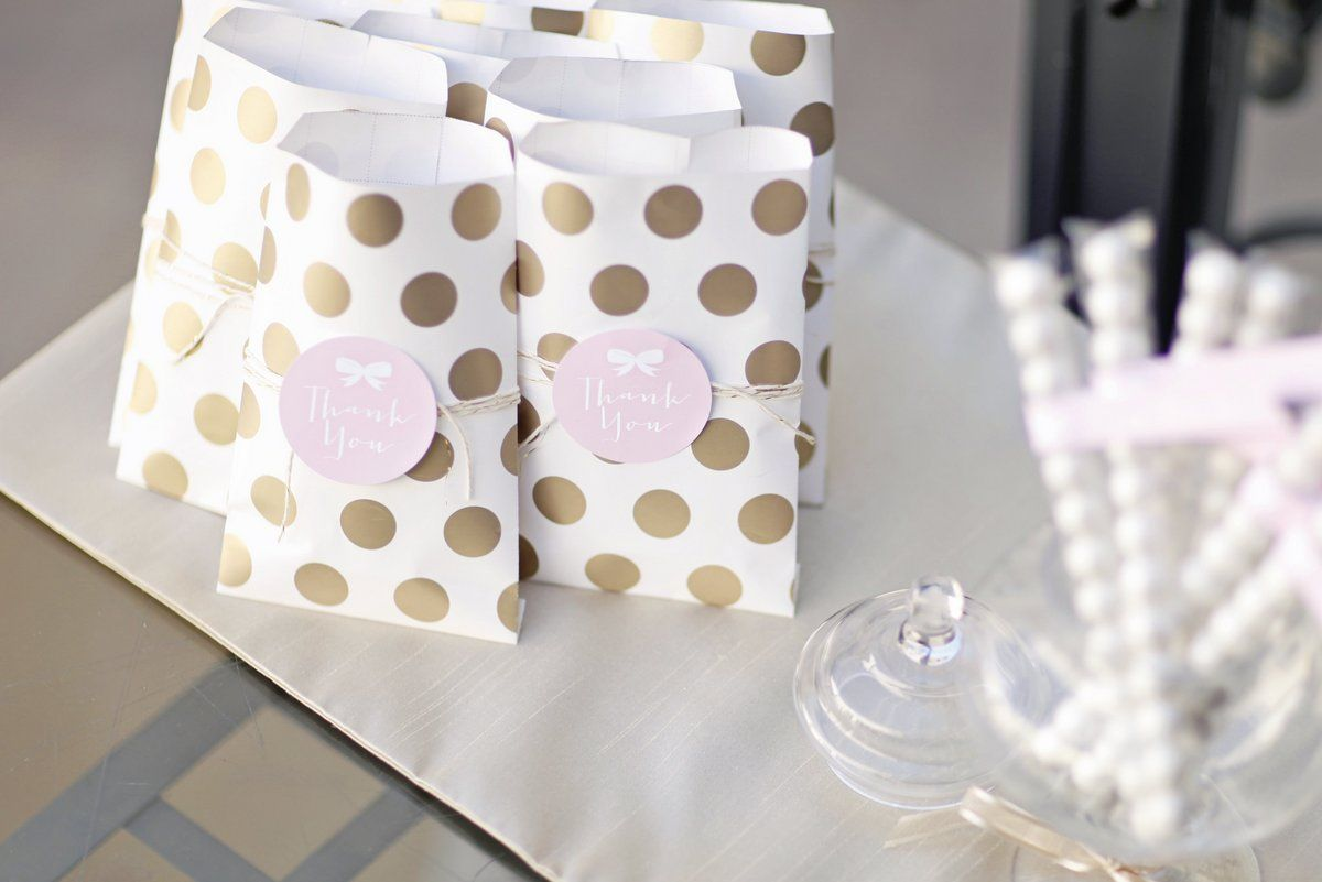 Pink + Gold New Year\'s Eve Party for HGTV | DIY party, Favor bags ...