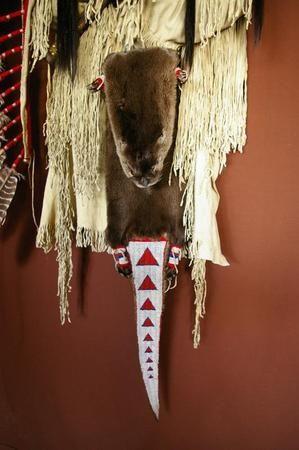 Cindys Art - De Wolf wordt geïllustreerd ambachtelijke in oorlog en jacht. Het dier was zeer gerespecteerde een alle indianen beschouwd het als een bondgenoot. Zij geloofden dat de Wolf soms zou, praat met hen en vertel hen van dingen die zou gebeuren. Zoals deze jonge Brave toen jacht en twee wolven joeg een familie voor Elk in de richting van zijn pijlen zijn dorp voorzien van veel vlees nodig en verbergt voor de winter. Deze Brave en zijn dorp zag dit evenement als een belangrijk…