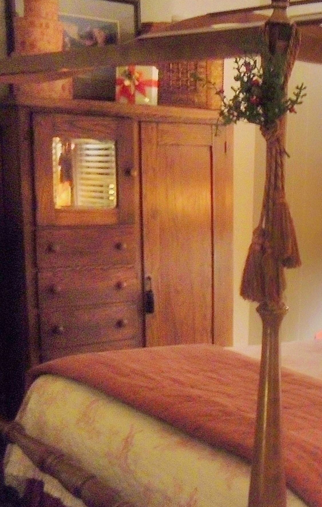 Prim bedroom | Primitive country bedrooms, Country style ...
