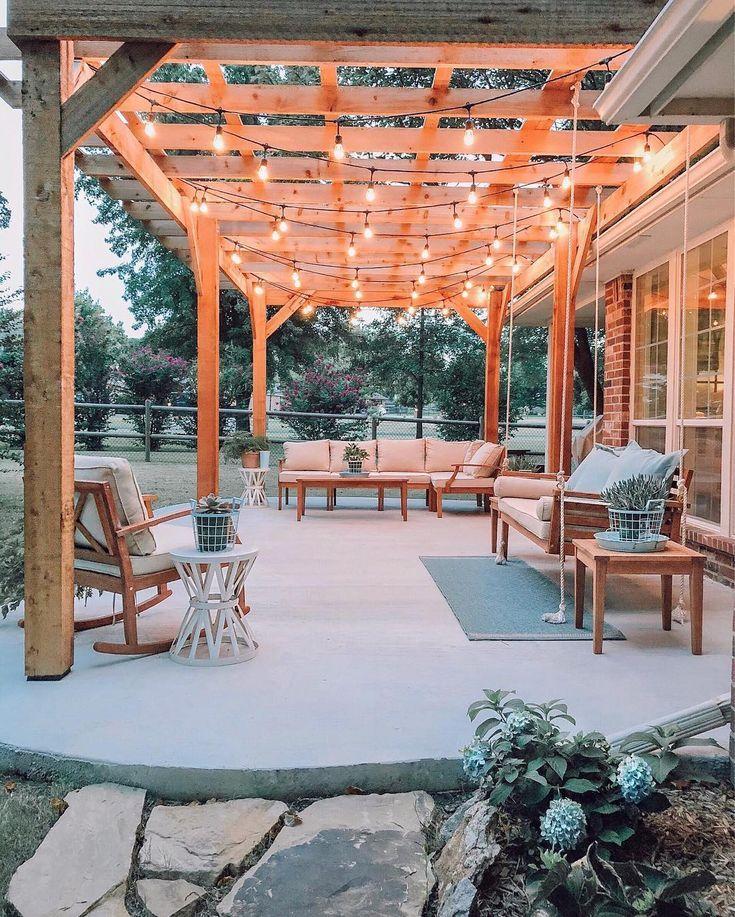 Diese charmante Bauernhausterrasse macht uns so aufgeregt für alles, was Sommer ist! Wir lieb... #hinterhofterrassendesigns