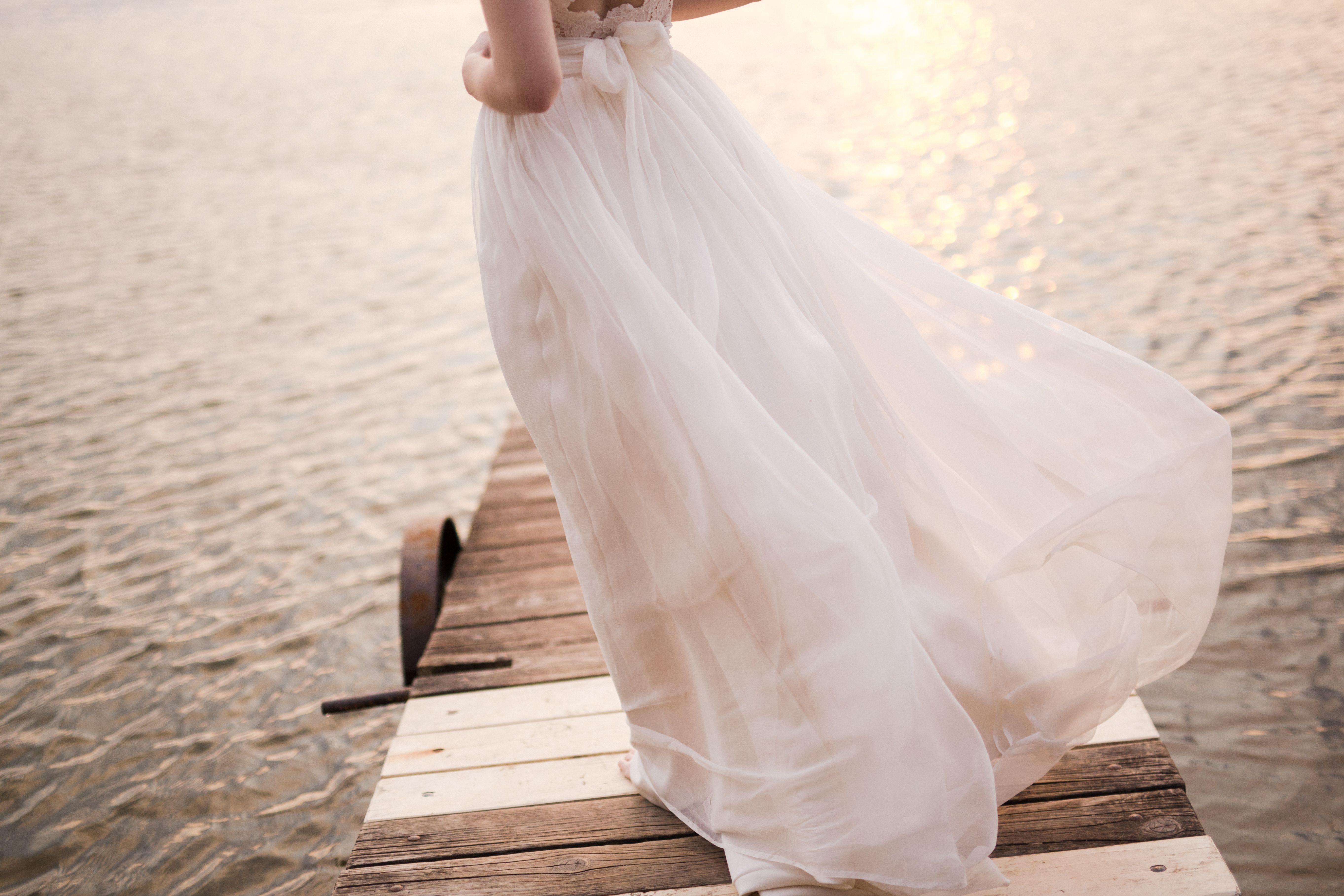 Pin von Pálfy Bíbor auf Esküvői ruha / Wedding Dress | Pinterest