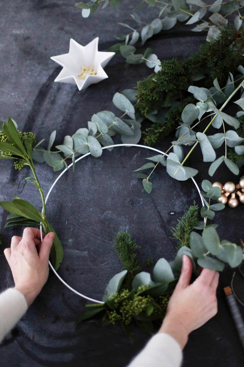 Adventskranz binden: Eine Anleitung zum modernen Kranz #Ästeweihnachtlichdekorieren