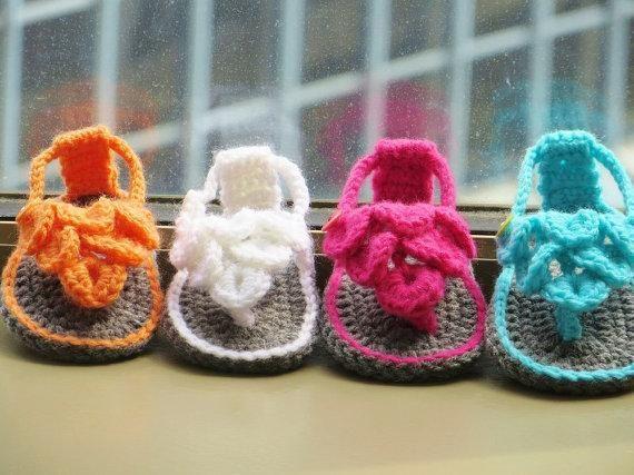 e0fe74d0801c7e Crocodile Stitch Baby Sandals Crochet - via  Craftsy