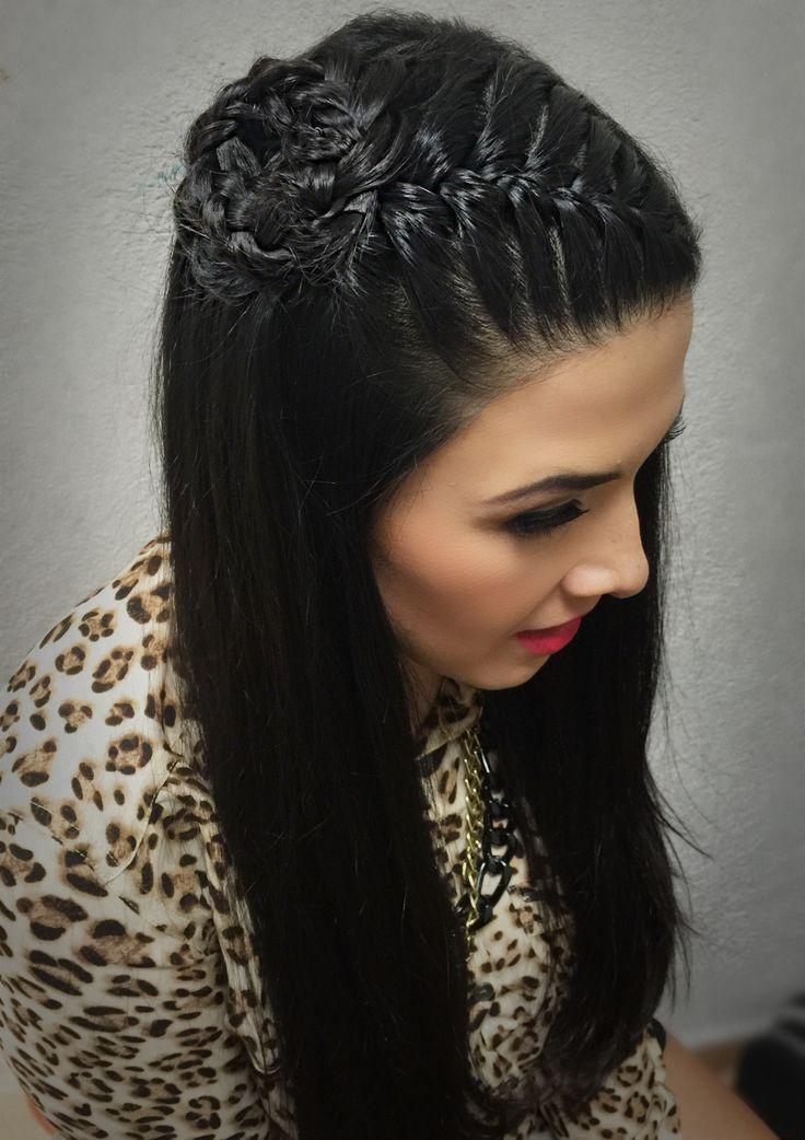 Peinados de trenzas de lado y cabello suelto Montilla