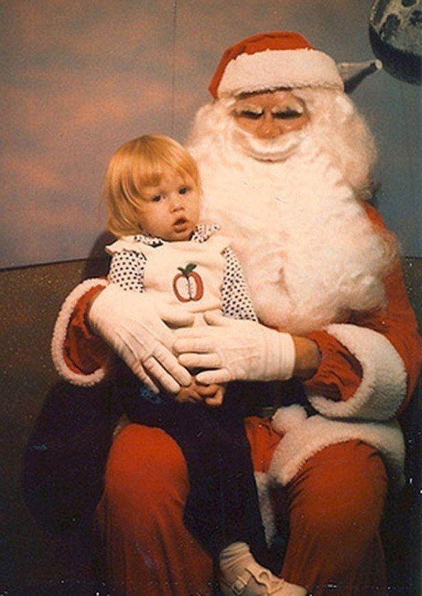 21 Insanely Creepy Santa Claus Photos That May Ruin Your Christmas Creepy Christmas Creepy Vintage Santa Claus Photos