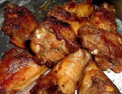 Honey Garlic Chicken Wings INGREDIENTS SERVINGS 4-6  Marinade 2 limes, zest of 1⁄3 cup lime juice 1⁄4 cup honey 2 garlic cloves, crushed 2 tablespoons soy sauce 1⁄4 teaspoon Tabasco sauce 3 lbs chicken wings salt DIRECTIONS Mix marinate ingredients together in a zip lock bag marinate for 3-4 hours. Line cookie sheet with foil. Bake 400 for 15 minutes. Turn and brush with marinate, cook for another 20-25 minutes.