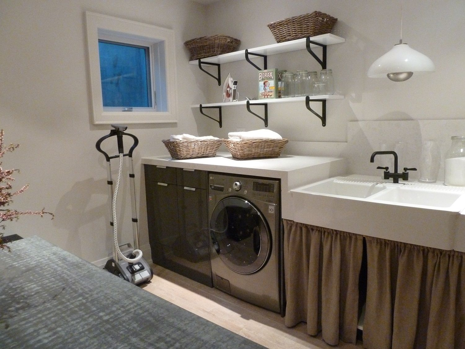 21 best basement laundry room design ideas for you for Bathroom laundry room designs