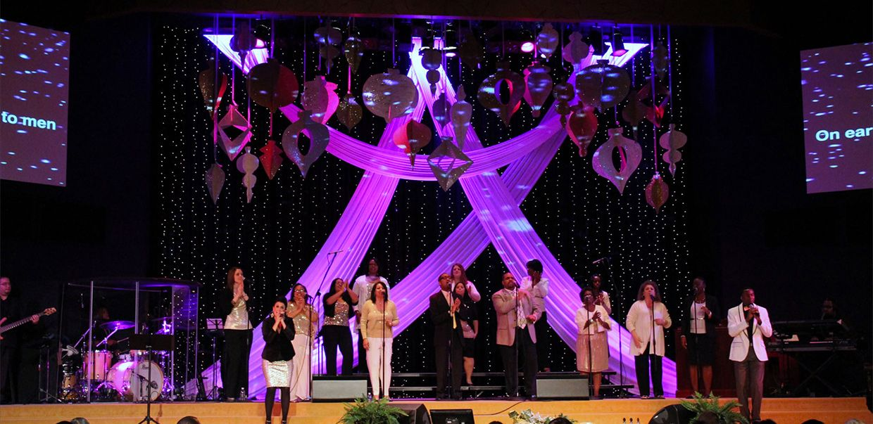 Chase Austin From Champions Community Church In Houston Tx Brings Us This Great Christmas Stage Des Christmas Stage Christmas Stage Design Church Stage Design
