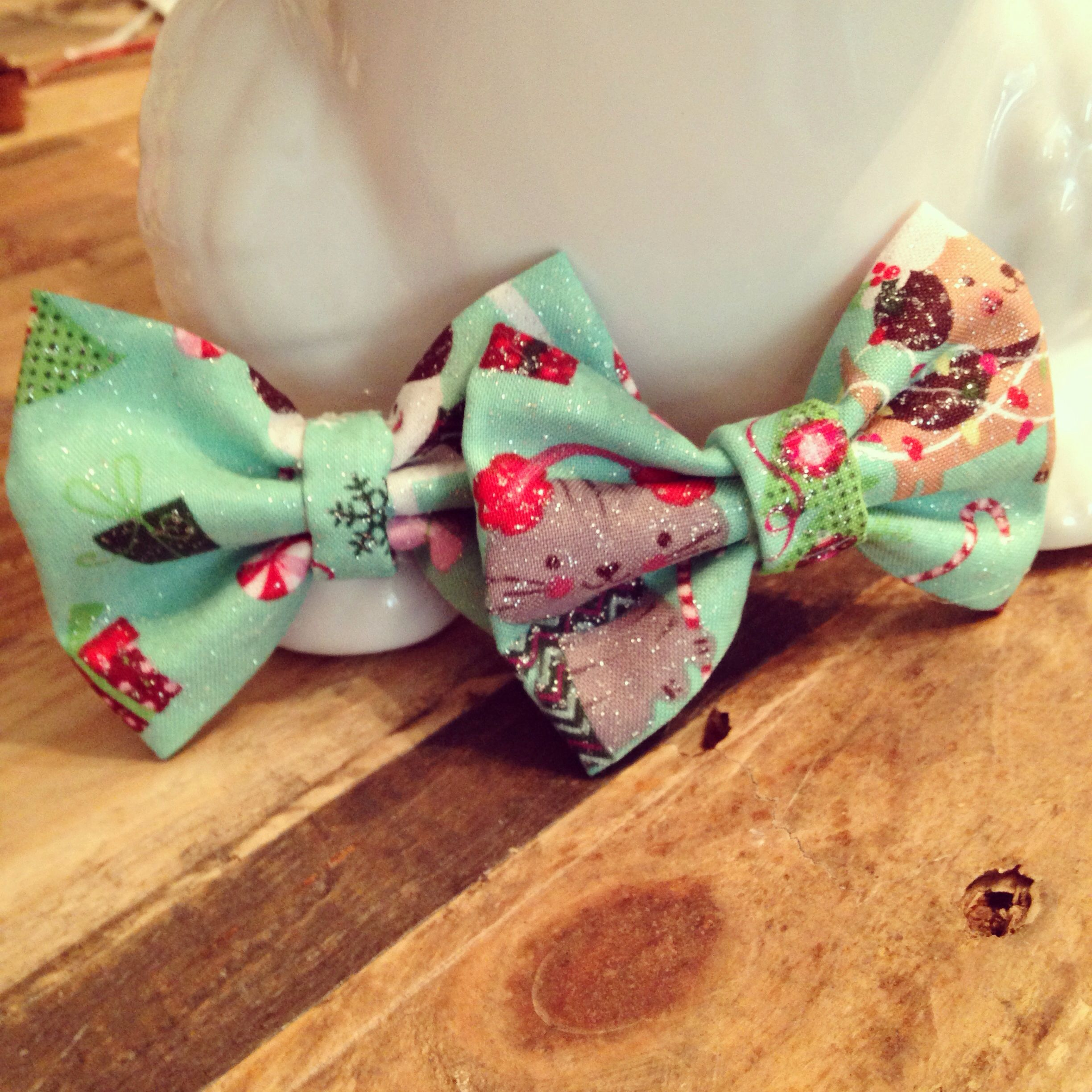 Christmas hair bows! Search LillieGraceDesigns on Instagram