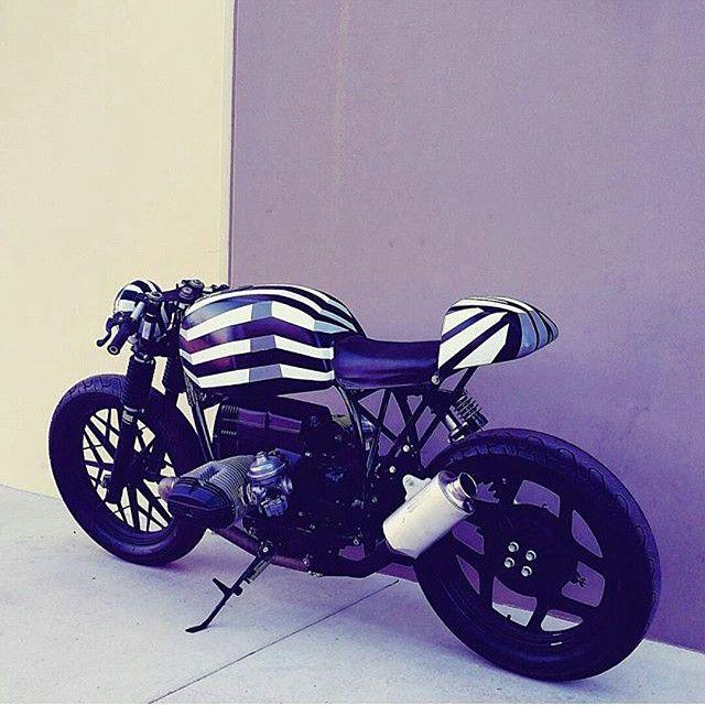 Custom by @theflyingdutchmanco #bmw #r100 #r80 #r75 #r65 #r90 #r50 #custom #scrambler #caferacer ...