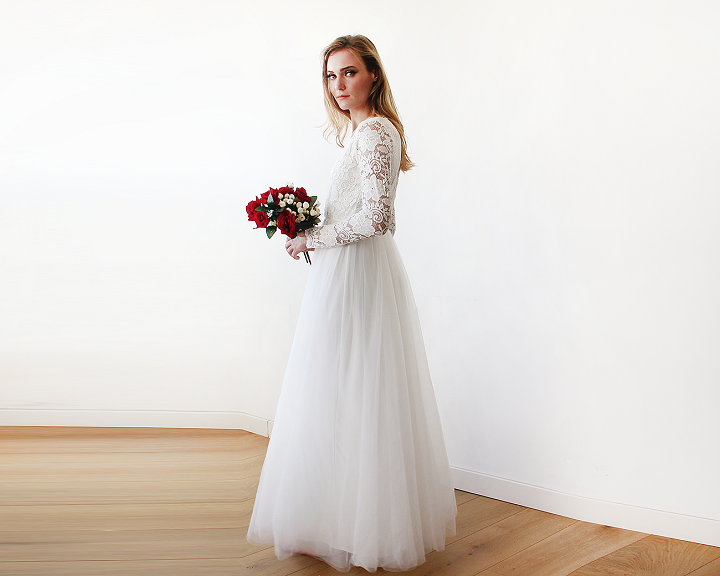 Ivory Tulle and lace sleeve | fabmood.com #weddingdress #wedding #weddinggown #lacesleeve #bridalgown