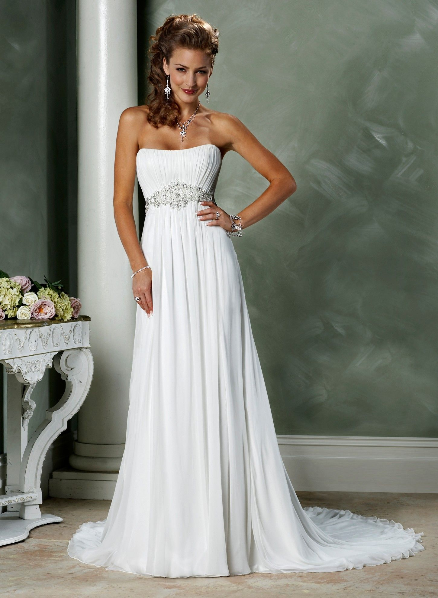 af03651652a3e A-ligne sans bretelles encolure dégagée de mariage robe en mousseline de  soie - Robes de Mariage Boutique