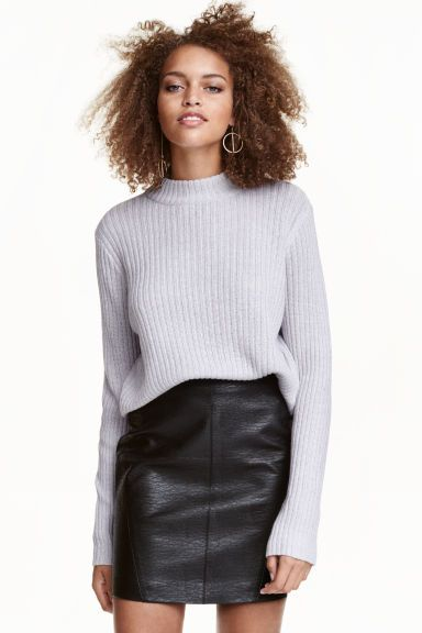 Ribbed jumper: Jumper in a soft rib knit in a slightly wider style with long sleeves and a ribbed turtle neck.