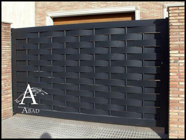 Las puertas met licas de corredera ofrecen una for Puertas metalicas modernas