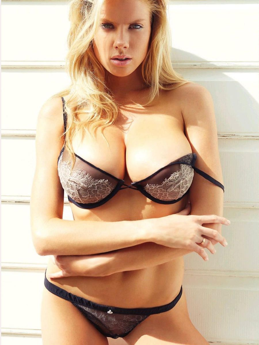 13ef721561197 Charlotte McKinney Naked Mostly in Summum Magazine France