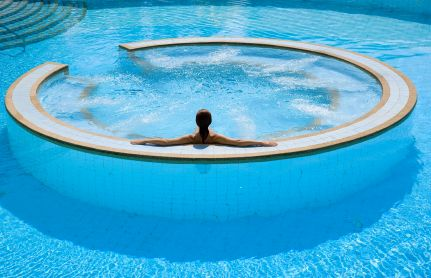 Hot Tub In The Middle Of The Pool Jacuzzi Outdoor Hot Tub Outdoor Swimming Pool Maintenance