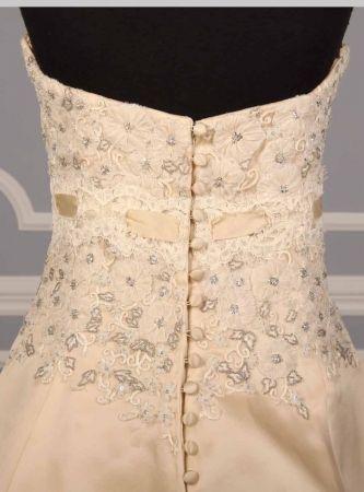 Monique Hullier.... back detail buttons   Bridal Trends ...