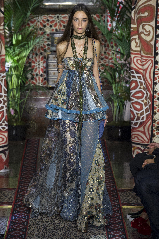 Roberto Cavalli Spring 2017 Ready-to-Wear Fashion Show - Marketa Salounova