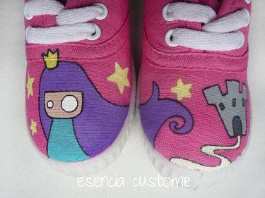 Zapatillas customizadas \u0026quot;Littles Princess\u0026quot; para niñas soñadoras. Por Esencia Custome