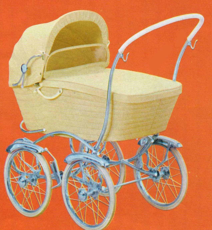 SVENSKTILLVERKADE BARNVAGNAR FRÅN 1960-TALET BRIO De Luxe 30173  År 1964 finner vi denna vagn i Brios produktblad. Försedd med stötfångare som skulle ta emot det värsta så inte barnets huvud blev skadat, om olyckan var framme… Djup korg, men bara plasthandtag att lyfta korgen i! Dålig fjädring.  Vävplast. Räfflat, för runt och lite tunt styre.