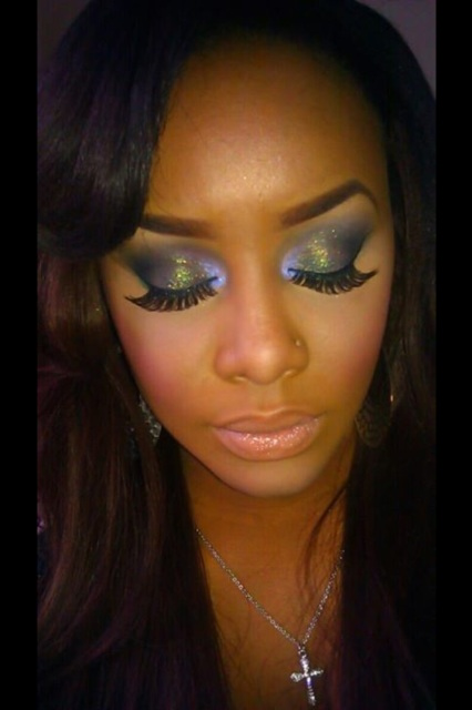 False Eyelash Blue Eyeshadow look