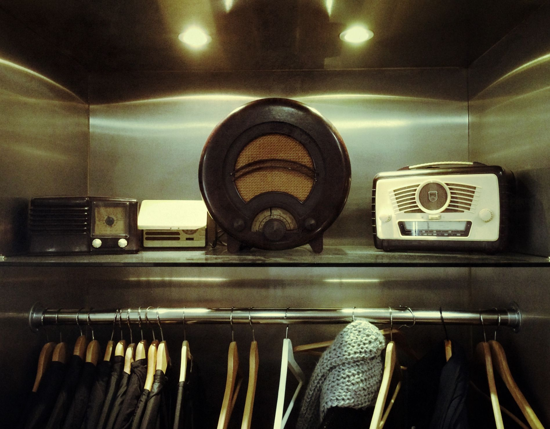 Barron Salon vintage radio collection  www.barronsalon.com