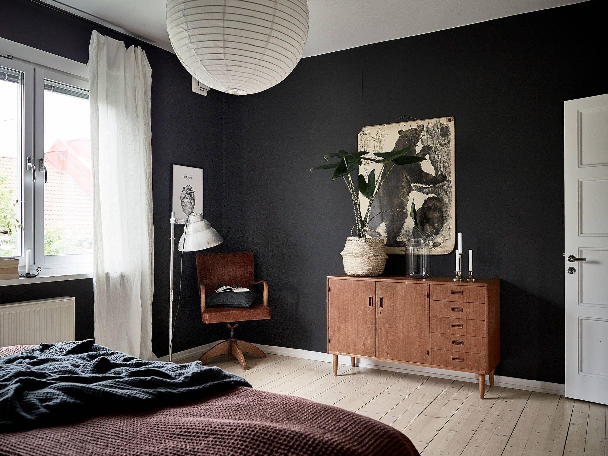 Slaapkamer in paars tint drywall